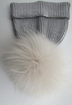 Fur bobble for the knitted cap creme