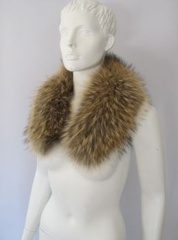 Fur collar, fur loop of the premium class raccoon nature
