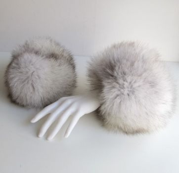 Fox fur cuffs in grey
