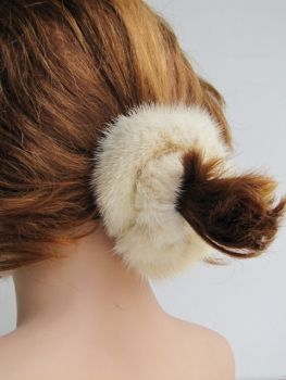 fur scrunchie made of real mink in the color creme